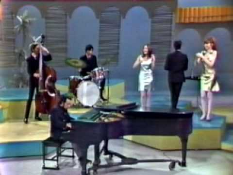 Sergio Mendes & Brasil 66 - Mas que nada (introduced by Eartha Kitt / Something Special 1967) - VideoOverload - 20 marzo 2010