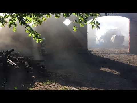 Wideo1: Dogaszanie pożaru stodoły w Grotnikach