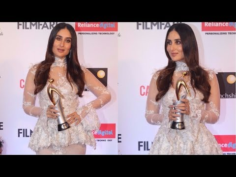 Kareena Kapoor Attends Red Carpet Of Filmfare Glamour & Style Awards