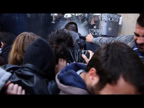 Χημικά σε διαδήλωση κατά των πλειστηριασμών στην Αθήνα