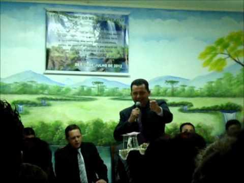 Pb Osmar Oliveira pregando no Cong. da mocidade em Mandirituba