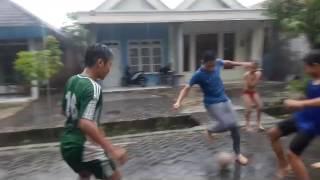 Video Keseharian Evan Dimas Di Kampung, Evan Dimas Main Bola Di Kampungnya Saat Hujan MP3, 3GP, MP4, WEBM, AVI, FLV Juni 2018