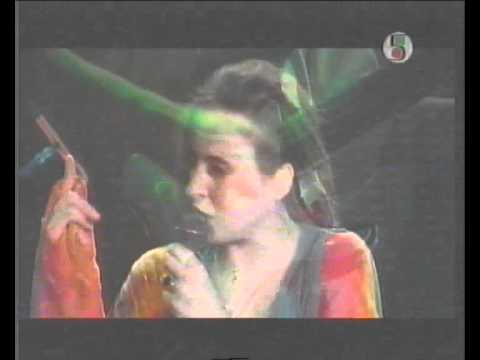 Tekst piosenki Edyta Bartosiewicz - Wewnątrz po polsku