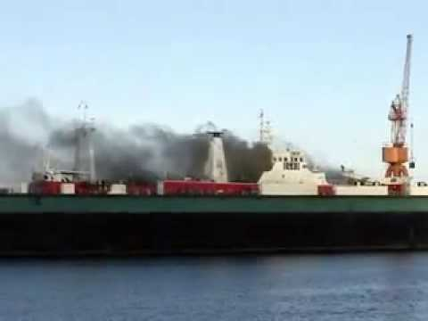 Пожар на судне в доке