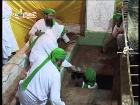 dawateislami - Mufti Muhammad Farooq Attari Ki Qabr Khul Gai......