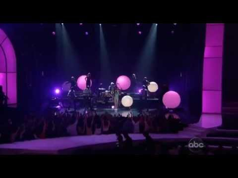 Carly Rae Jepsen - Call Me Maybe (Live at 2012 Billboard Music Awards)