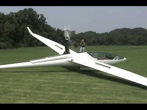 Sailplanes - DG-808 and ASW-27 on display. Slide show and video of self launch run-up and taxi.