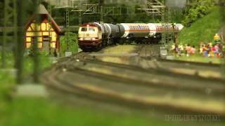 Denne modeltog anlæg som er bygget i 1/87 skala. Der er tog, passagertog og godstog, af den tyske jernbane. På modeljernbane ...