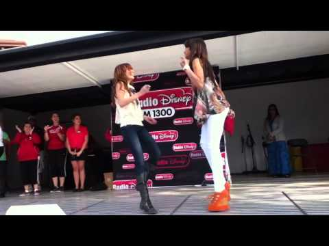 Bella Thorne And Zendaya Dancing NEW!!