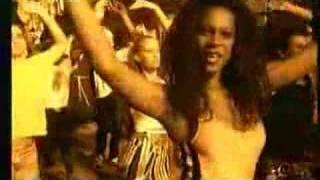 Videoclip de la cancion Samba de Janeiro de Bellini.