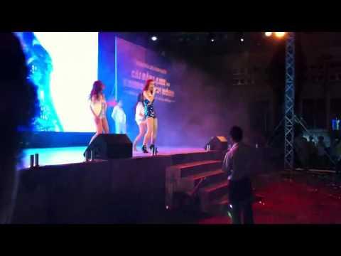 Minh Hằng cực sexy hát Người vô hình remix tại Event Head and shoulder
