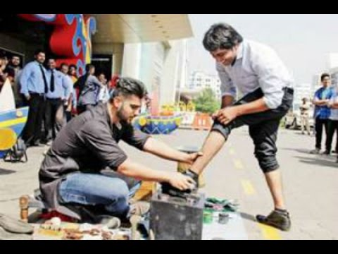 Video Arjun Kapoor Turns Shoe Shiner For Mission Sapne 2 download in MP3, 3GP, MP4, WEBM, AVI, FLV January 2017