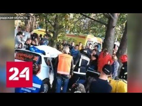 На ралли \Санкт-Петербург-2018\ одна из машин вылетела с трассы и врезалась в дерево - Россия 24