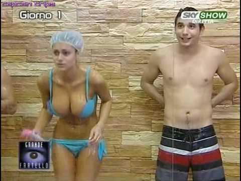 Cristina Del Basso en la ducha