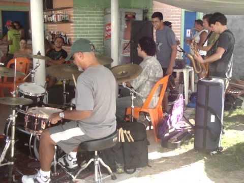 Rodrigo Avelino participando do Reveilon dos Músicos, no Quintal, em Garça Torta.
