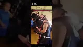 Wrestler splunął na małą dziewczynkę. Ojciec szybko go dopadł
