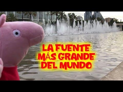 Peppa Pig descubre la fuente más grande del mundo  Vídeos de Peppa Pig en español