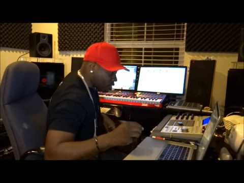 ProHoeZak Producer Makeing a G Funk Beat AKAI PRO MONSTER Team Pro WorllWideMusic