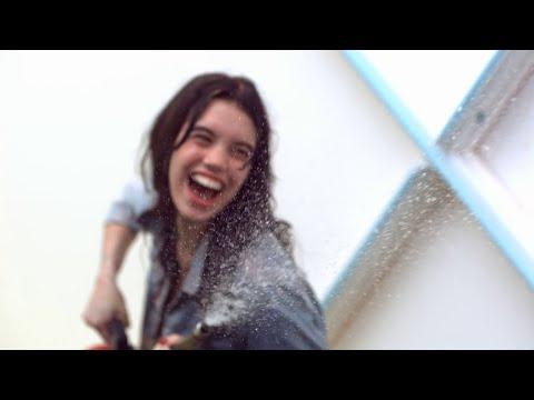 Suede - Hit Me (Video)