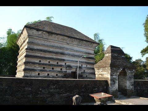 Makam Kuno Siti Fatimah Binti Maimun di Gresik