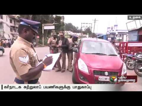 Tourists-to-Ooty-from-Karnataka-are-being-escorted-till-the-TN-Karnataka-border