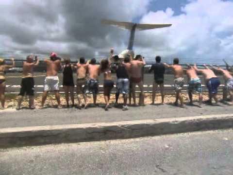 la potenza delle turbine di un aereo - decollo dall'isola saint martin!