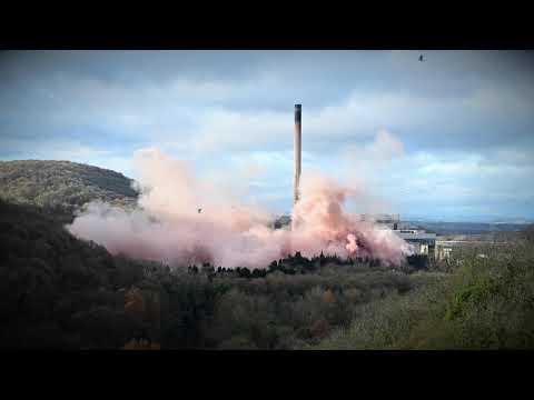 """Video - Εντυπωσιακό βίντεο: Τέσσερις πύργοι εργοστασίου γίνονται """"σκόνη"""""""