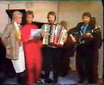 Tekst piosenki ABBA - Tived's Hambo po polsku