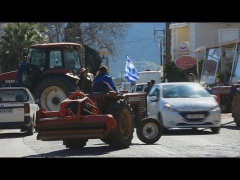Εκλεισαν την Εθνική Τριπόλεως-Αργους οι αγρότες