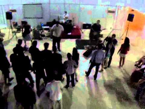 Cantando com a Banda Frenesia em Ecoporanga