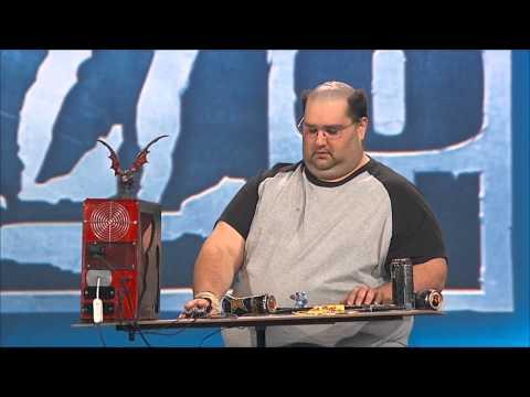 這男子在角色扮演大賽上拿出「鍵盤跟主機」讓大家超困惑,但下一秒認出是「他」之後每個人就瘋狂拍手了!
