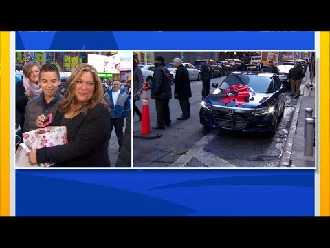 Single Mom Who Brings Holiday Spirit To Those In Need Surprised With New Car