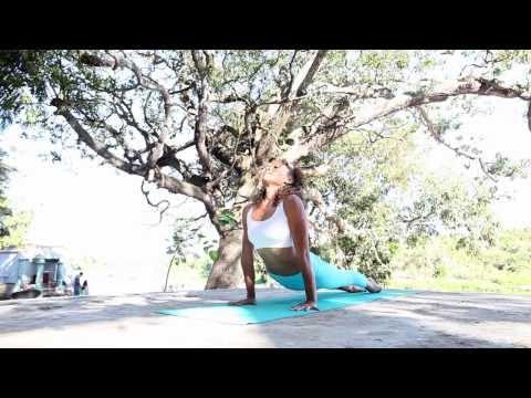 Astanga jóga első sorozat bemutató Laruga Glaserrel