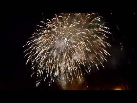 Великий Новгород встретил 2017 год праздничным фейерверком