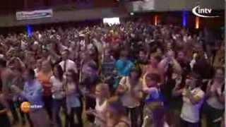 Weltrekord: 445 Banklehrlinge lernten in nur 30 Min. (gleichzeitig!) das Jonglieren (TV-Beitrag)
