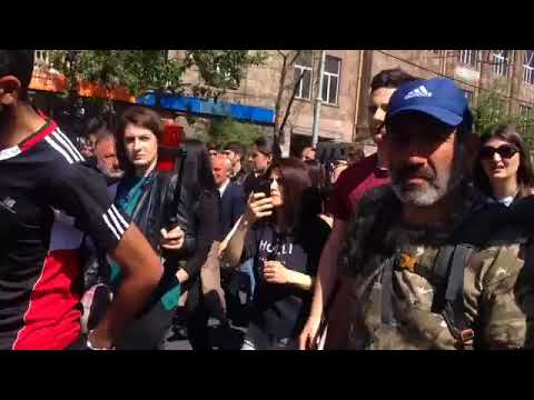 «Սերժին դեմ ես սիգնալ տո'ւր». վարորդները միանում են ցուցարարների ակցիային - DomaVideo.Ru