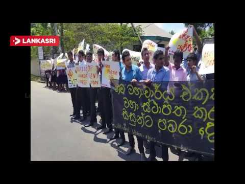 University-medical-students-protested-in-the-eastern-Batticaloa