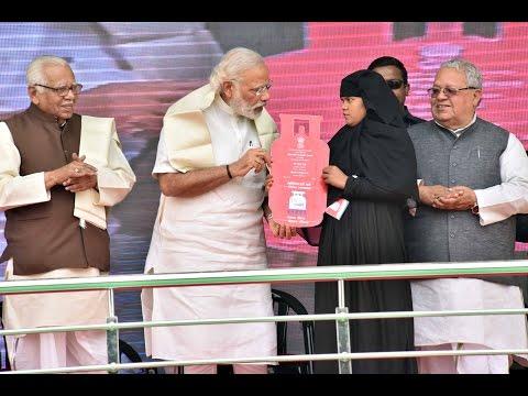 PM Modi at the launch of the Ujjwala Yojana in Balia, Uttar Pradesh