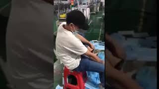 Niepokojący filmik z fabryki masek medycznych wyciekł do sieci. To, co robi pracownik nie mieści się w głowie!