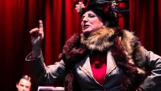 Ximena Rivas encanta como la pícara Desideria en el Teatro UC