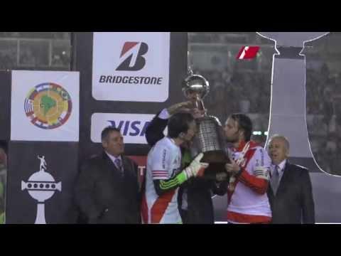 Cavenaghi y Barovero levantan la Copa Libertadores