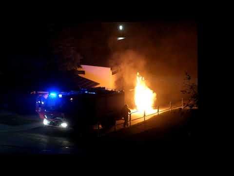 Pożar samochodu na osiedlu Północ w Suwałkach. Pijana 24-latka uderzyła w transformator