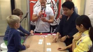 Karuta Club München spielt Ogoola Karuta Deutsch mit deutsche Kindern!