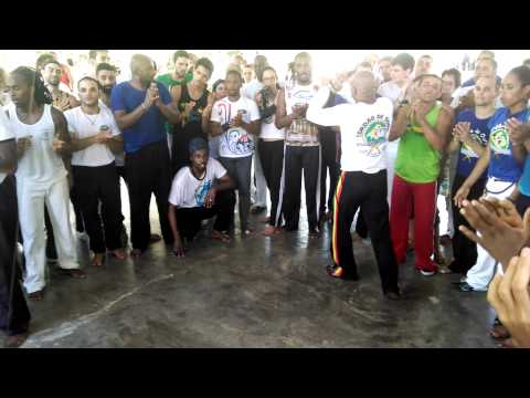 RODA DA AULA M.SAMPAIO X M.XUXO -TAMANDUÁ - M..KING CAPOEIRANDO 2015 PARTE 1
