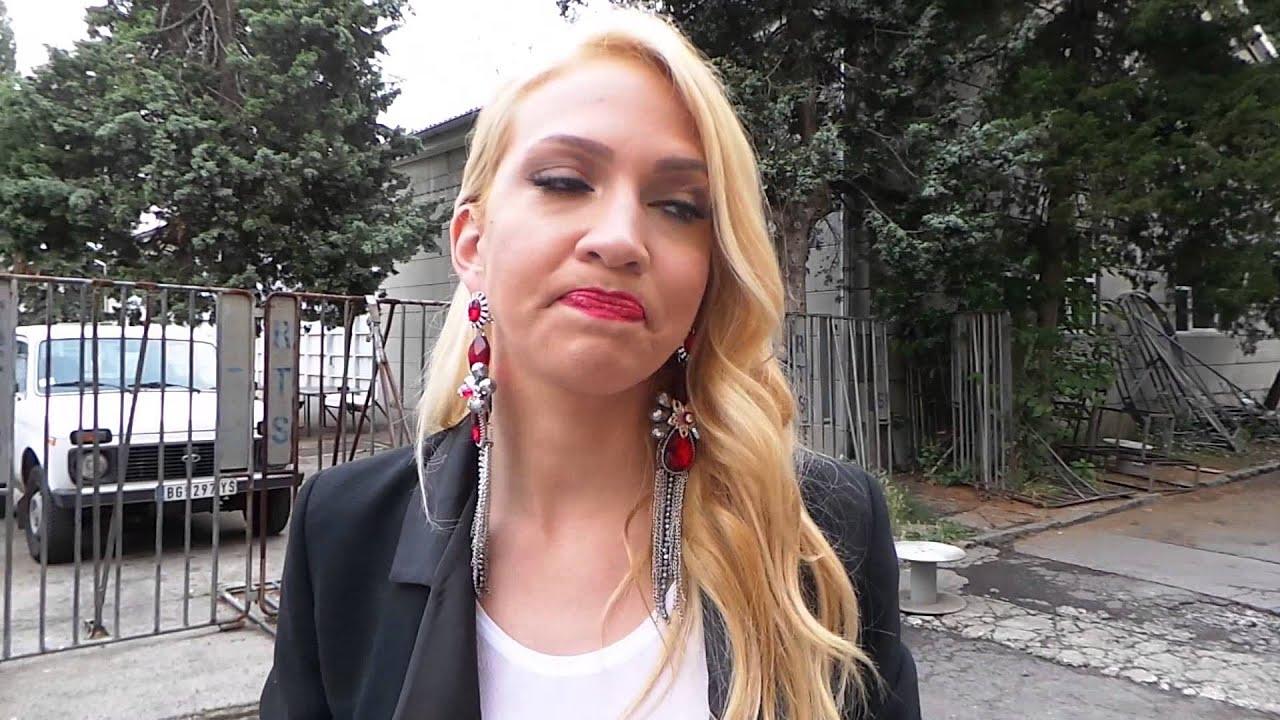 Milica Todorović podigla majicu i pokazala