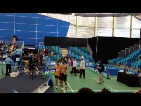 國外男子羽球雙打,竟然打到生氣直接揍對方球員!