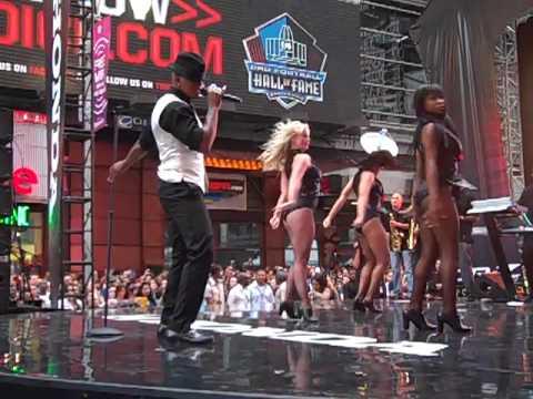 Ne-Yo Miss Independent Live