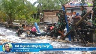 TNI Terjatuh Diterjang Banjir