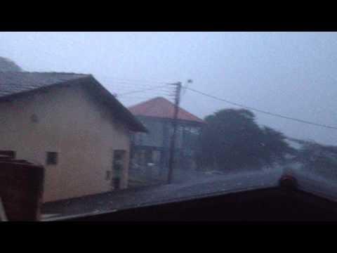 Chuvas de granizo provocam estragos em Santa Cecília do Pavão