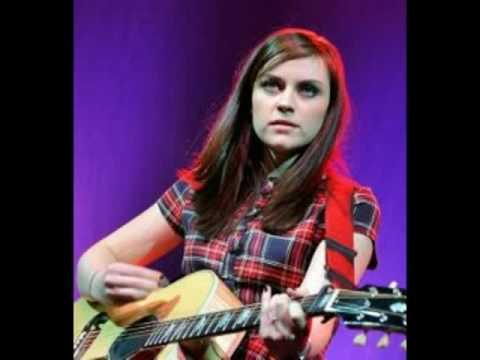 Tekst piosenki Amy MacDonald - Rock Bottom po polsku